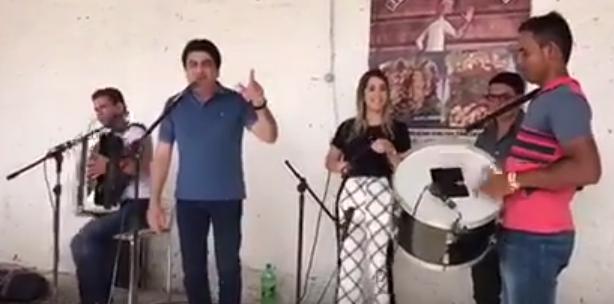 ana-forro VÍDEO: Prefeita Ana Lorena e Manoel Jr, cantam e tocam juntos durante visita de Luciano Cartaxo a Monteiro