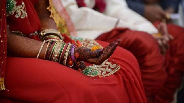casamento-india Indiana alega crueldade porque sua casa não tinha banheiro e obtém divórcio
