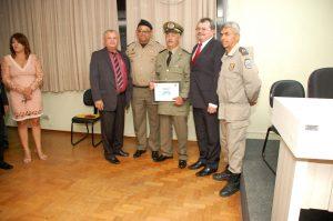 cdfb22b9-1322-4f7f-9da6-e953aed4f62f-300x199 Delegada da Mulher e outras autoridades recebem título de cidadania monteirense. Confira as Imagens