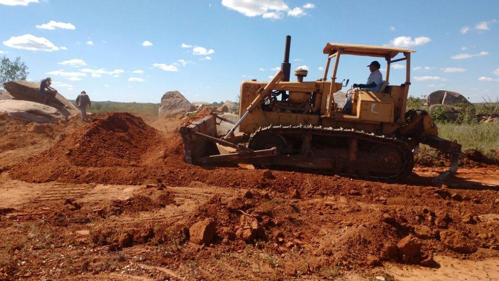 estrada-amparo-sume-1024x576 Vereadores do Município de Amparo Acompanham início das Obras de Recuperação da Estrada que liga os municípios, AMPARO/SUMÉ.