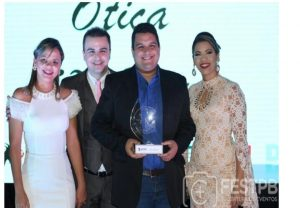jefersson-oliveira-300x208 Óticas Nossa Senhora das Dores recebe prêmio melhores do Cariri