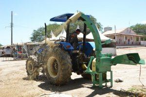 prefeitura-de-Monteiro-300x200 Prefeita de Monteiro entrega máquina ensiladeira para produtores rurais