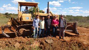 veeadores-de-amparo-pb-300x169 Vereadores do Município de Amparo Acompanham início das Obras de Recuperação da Estrada que liga os municípios, AMPARO/SUMÉ.