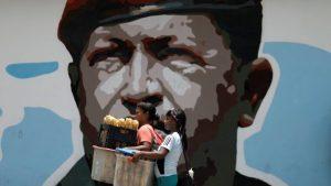 venezuela-politics_globo-300x169 'Chávez está menos presente no governo', diz biógrafo de ex-presidente