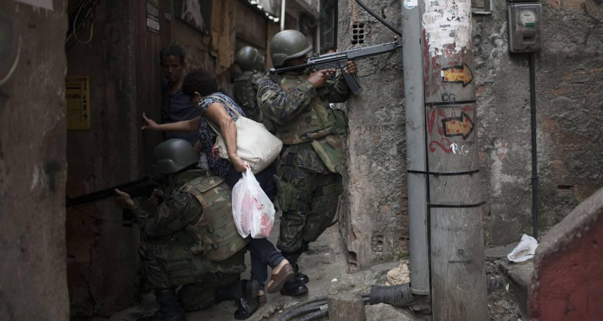 1506196344_760205_1506207236_portada_normal A vida parou na Rocinha, mais um símbolo do colapso do Rio