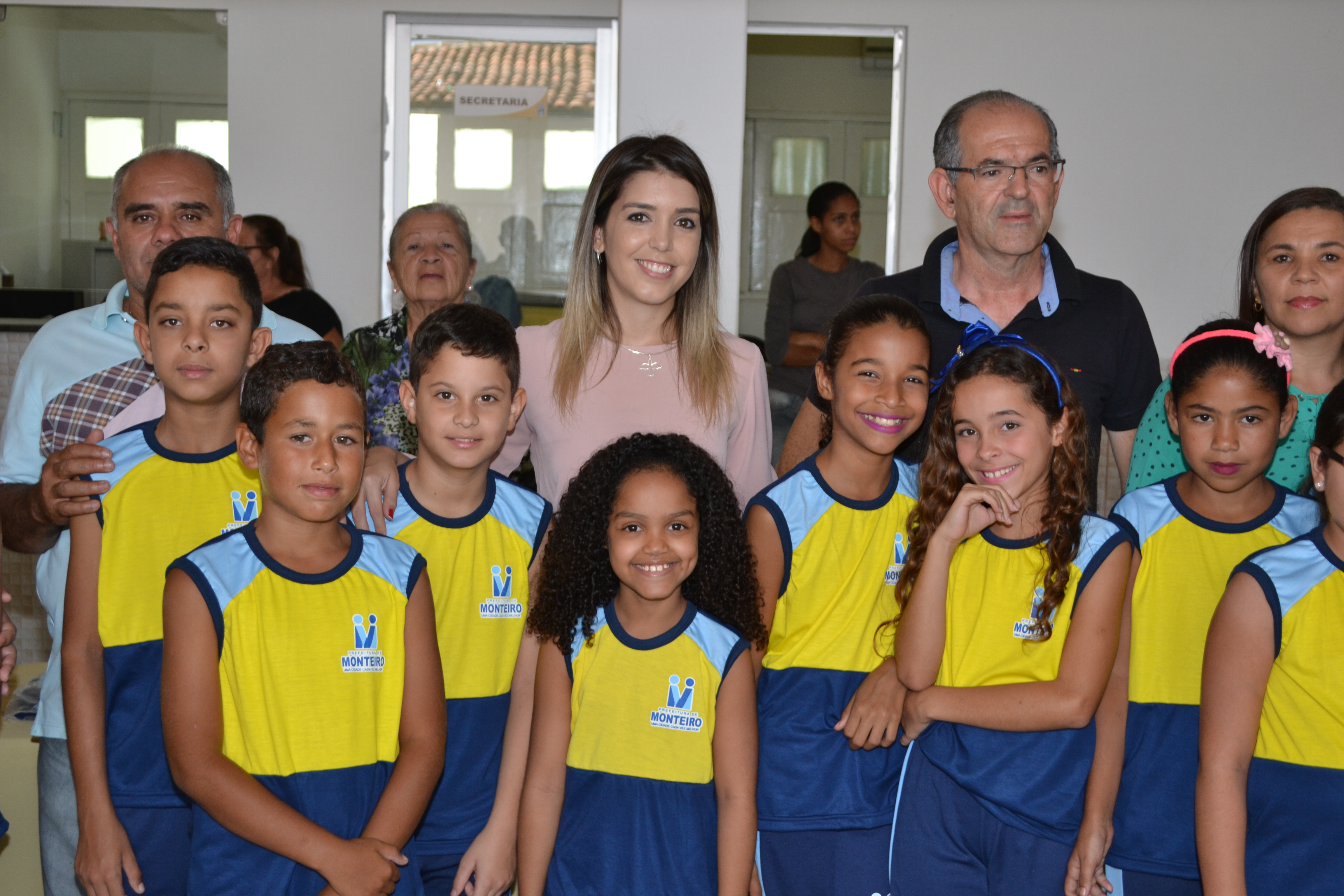 DSC_0386-1024x683 Escolas Municipais de Monteiro recebem kit de fardamento das mãos da prefeita Lorena
