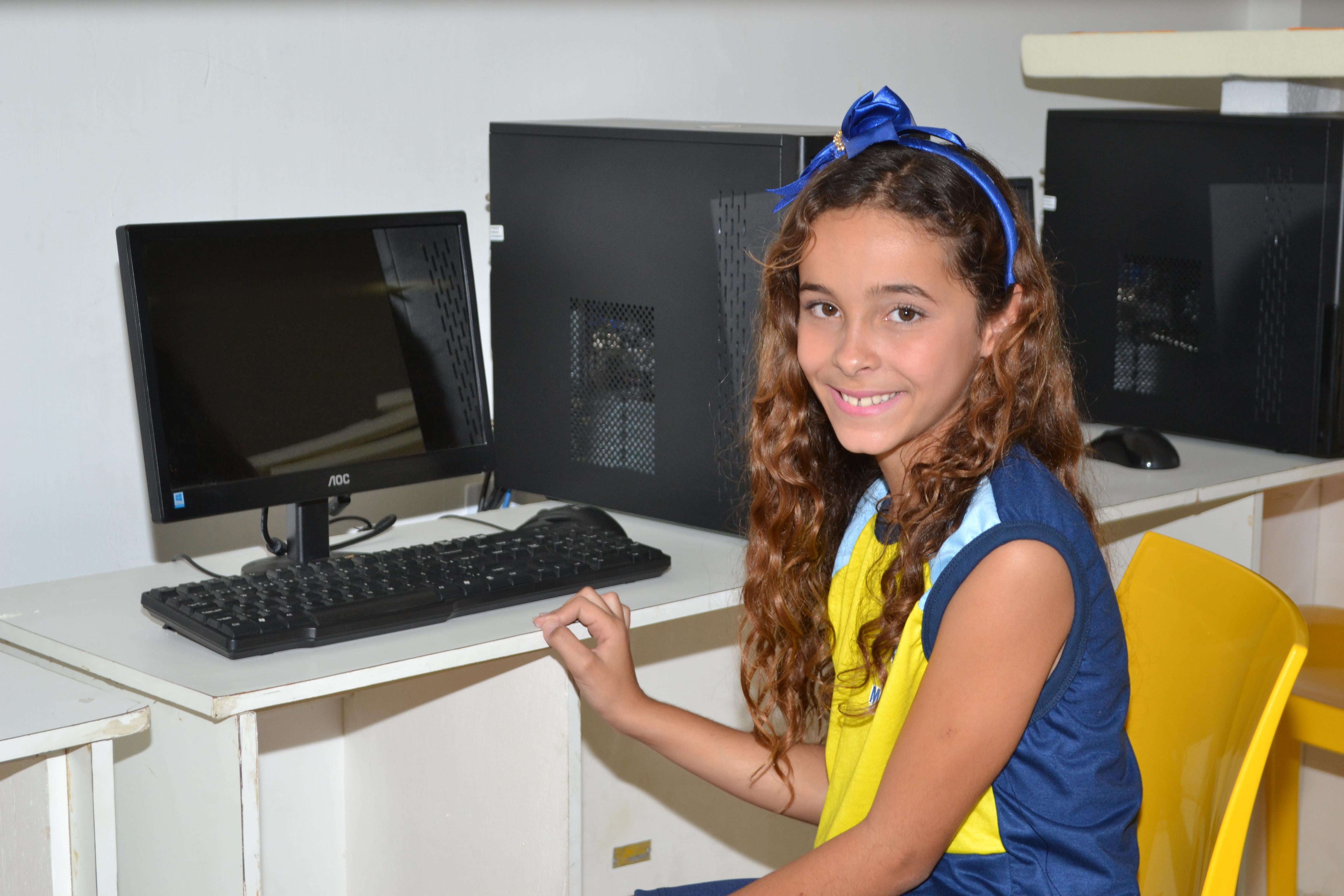 DSC_0404-300x200 Escolas Municipais de Monteiro recebem kit de fardamento das mãos da prefeita Lorena