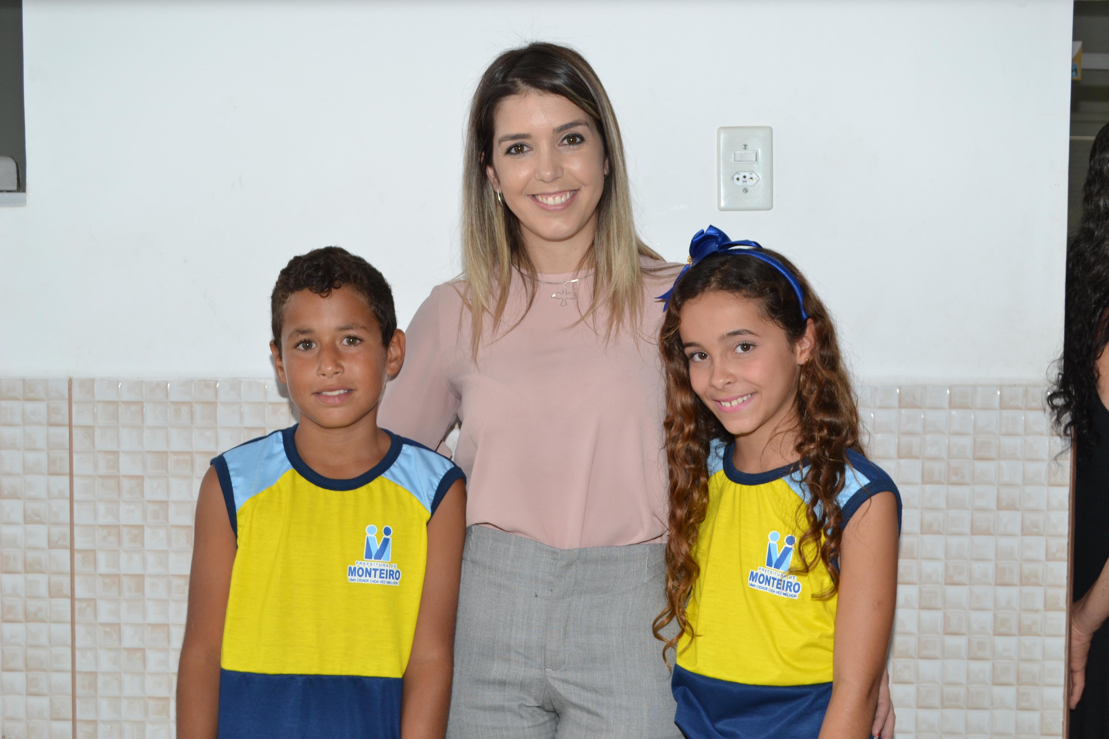 DSC_0407-300x200 Escolas Municipais de Monteiro recebem kit de fardamento das mãos da prefeita Lorena