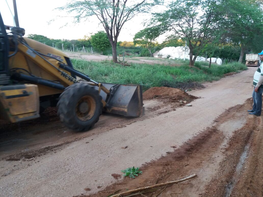 estradas_patrolamento_2 Prefeitura de Monteiro realiza mais uma edição do programa Cidade Bela no Campo