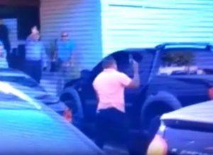 timthumb-11-1-300x218 Policial civil aponta pistola para repórter na porta do MPPB