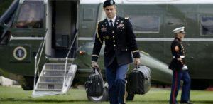 27nov2017-a-maleta-nuclear-viaja-a-todos-os-lugares-com-o-presidente-dos-estados-unidos-1511785741738_615x300-300x146 Generais poderiam se negar a executar ordem de Trump por ataque nuclear?