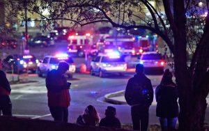 pessoas-300x188-300x188 Tiroteio em loja do Walmart deixa três mortos