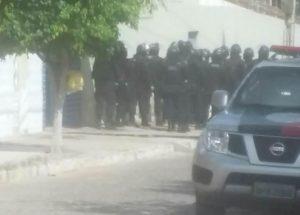 01122017091501-300x215 Polícia realiza operação 'pente fino' na Cadeia Pública de Monteiro