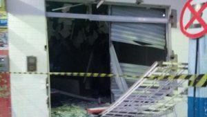 03122017230417-300x169 Grupo cerca delegacia e explode caixa eletrônico de banco na Paraíba