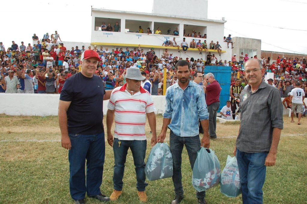 25439911_1994224687517387_6607248215507212159_o-1024x681 Com Feitosão lotado, Sítio do Meio é campeão da Copa Dr. Chico de Futebol Amador