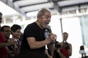 LULA-N-RIO-300x200 Em caravana pelo Rio, Lula culpa Lava Jato por mazelas do Estado