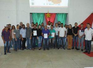 timthumb-11-300x218 Prefeitura entrega certificados a formandos do curso de pedreiro em Monteiro