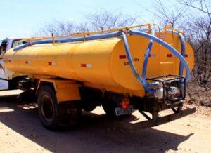 timthumb-16-300x218 Carros-pipa recebem R$ 9,5 mi em recursos