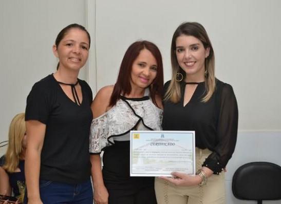 timthumb-21 Prefeita de Monteiro entrega certificados no encerramento do curso de maquiagem