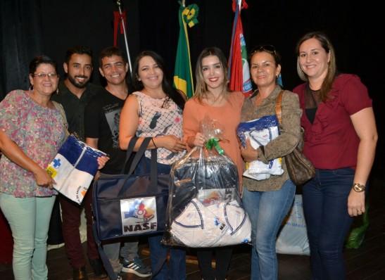 timthumb-5-1 Equipes da Secretaria de Saúde recebem fardamento das mãos da prefeita Anna Lorena