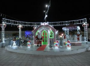 timthumb.php_-300x218 Iluminação e decoração natalina trazem mais beleza as praças e avenidas de Monteiro