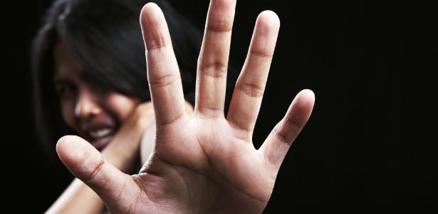 violencia-violencia-contra-a-mulher-abuso-mulher-estendendo-a-mao-para-se-proteger-violencia-domestica-1465326146090_615x300 Com pena mais dura, feminicídio é subnotificado em delegacias pelo Brasil