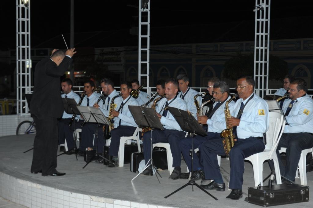 Banda-na-Praça Monteirsenses prestigiam a Filarmônica Sebastião de Oliveira Brito na reabertura do Banda na Praça