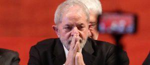 Lula-_passaporte-300x130-300x130 Justiça proíbe Lula de deixar o país e viagem à África nesta sexta-feira é cancelada