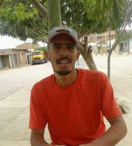 MESINHO-271x300 Jovem é encontrado morto dentro de casa em Monteiro