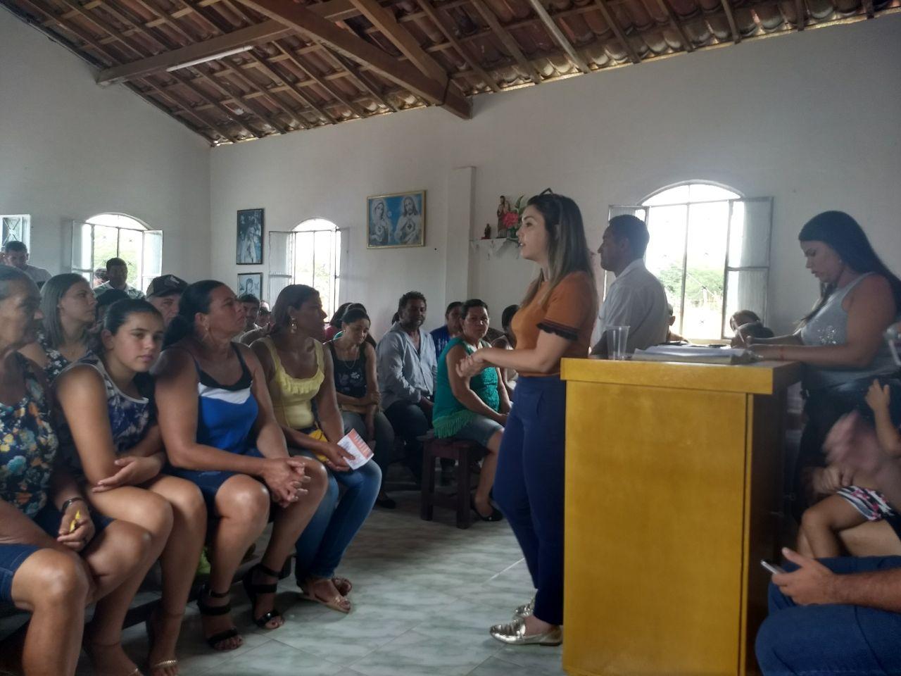Zona_Rural Prefeita Anna Lorena participa de reunião com moradores da zona rural de Monteiro