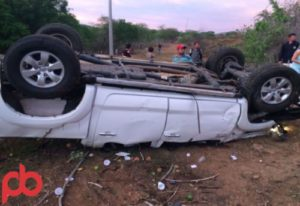 acidente-prefeito-300x206 Prefeito sofre acidente e fica preso nas ferragens
