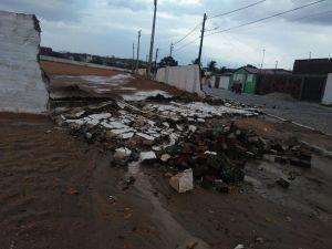 chuva2-300x225 Temporal derruba árvores e destrói telhados no Cariri