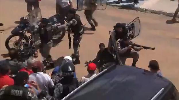 conronto Ato em apoio ao ex-presidente Lula tem confronto com PM e 4 feridos em João Pessoa; vídeo