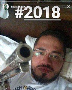 padre-240x300 Padre causa polêmica ao postar foto com arma