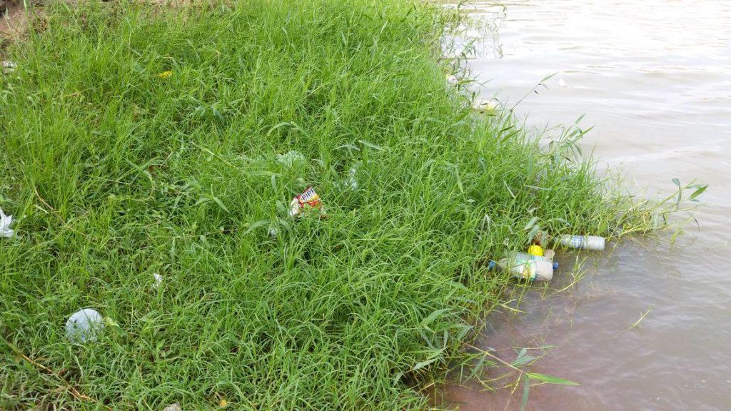 00761e4f-2e3c-48e4-8ffe-394b3bff99fc-1024x576 Banhistas põem em risco a preservação do Rio São Francisco em Monteiro.