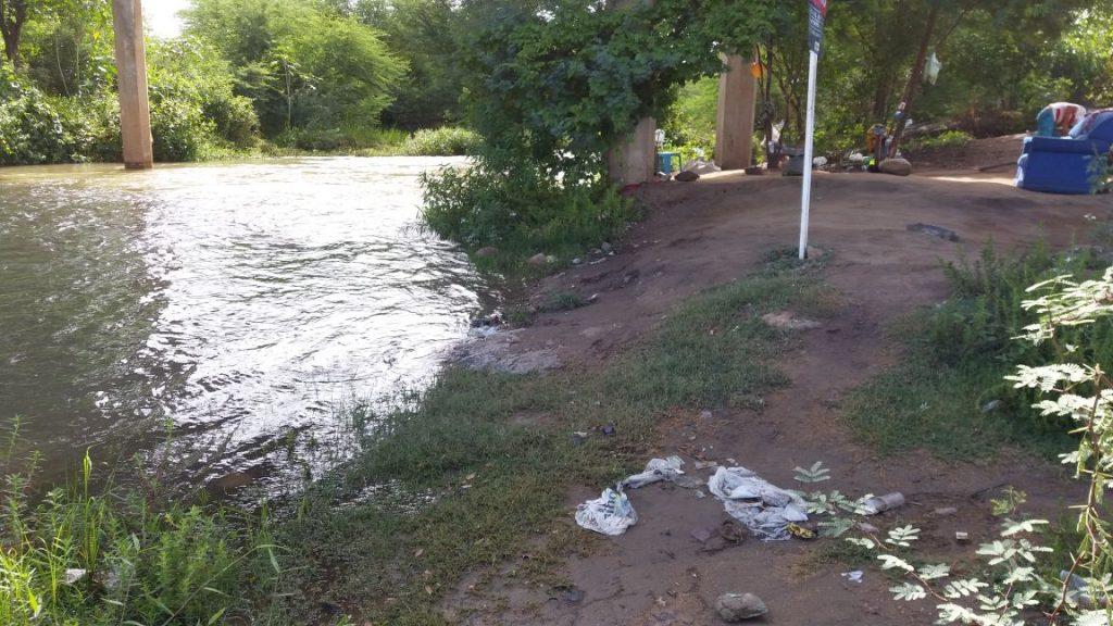 0aaf275e-723d-46c6-8bb3-b0084cb91628-1024x576 Banhistas põem em risco a preservação do Rio São Francisco em Monteiro.