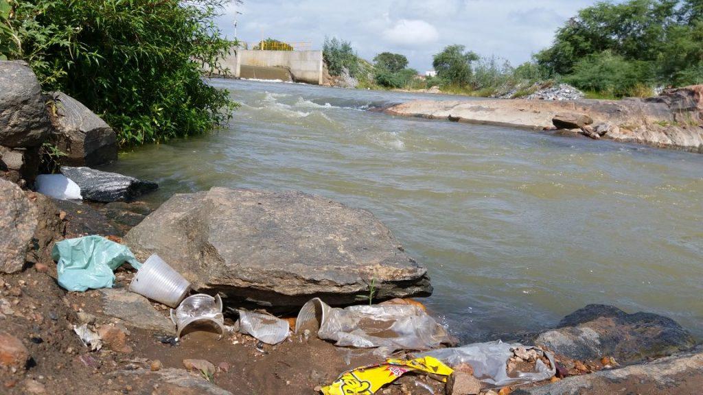 1d84703d-8042-4667-b483-e721b2f10e9f-1024x576 Banhistas põem em risco a preservação do Rio São Francisco em Monteiro.