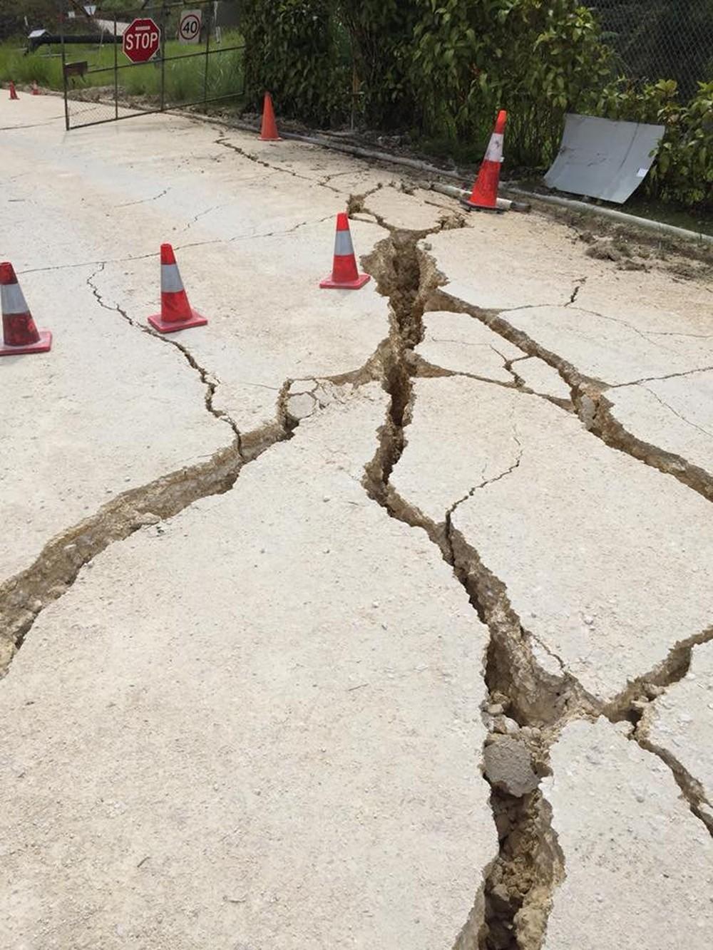 2018-02-27t093248z-1177662128-rc1e3867be80-rtrmadp-3-papua-quake-225x300 Terremotos em Papua Nova Guiné deixam dezenas de mortos e centenas de feridos