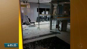 Vinte-homens-fecham-entrada-de-cidade-e-explodem-banco-na-Paraíba-300x169 Vinte homens fecham entrada de cidade e explodem banco na Paraíba