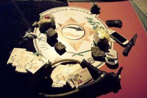 material_arremessado_-_serrotao-300x200 Polícia prende casal que tentava jogar drogas e chips com baleadeira para dentro de presídio