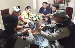 prefeito-souzinha-300x192 Prefeito Souzinha se reúne com equipe responsável pela instalação de câmeras de segurança em Serra Branca