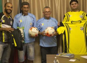 timthumb-7-300x218 Prefeitura de Zabelê realiza distribuição de materiais esportivos
