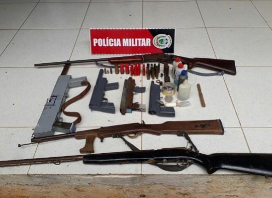 timthumb-8 Polícia descobre fábrica de armas de fogo e recupera motos roubadas no Cariri