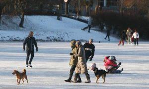 xPoland-Weather.jpg.pagespeed.ic_.E-C1X180vO-300x180-300x180 Frio intenso mata cinco pessoas na Polônia