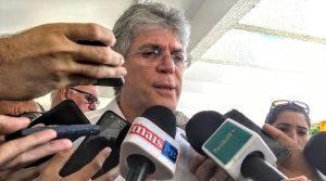 """0678086a-b861-45de-9517-8394aa40c318-300x167 Governador admite aliança com Luciano: """"Disposto a conversar"""""""