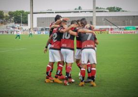 1_flamengo-6150603 Flamengo vence fácil a Portuguesa por 4 a 0 e encara Fluminense na Semi