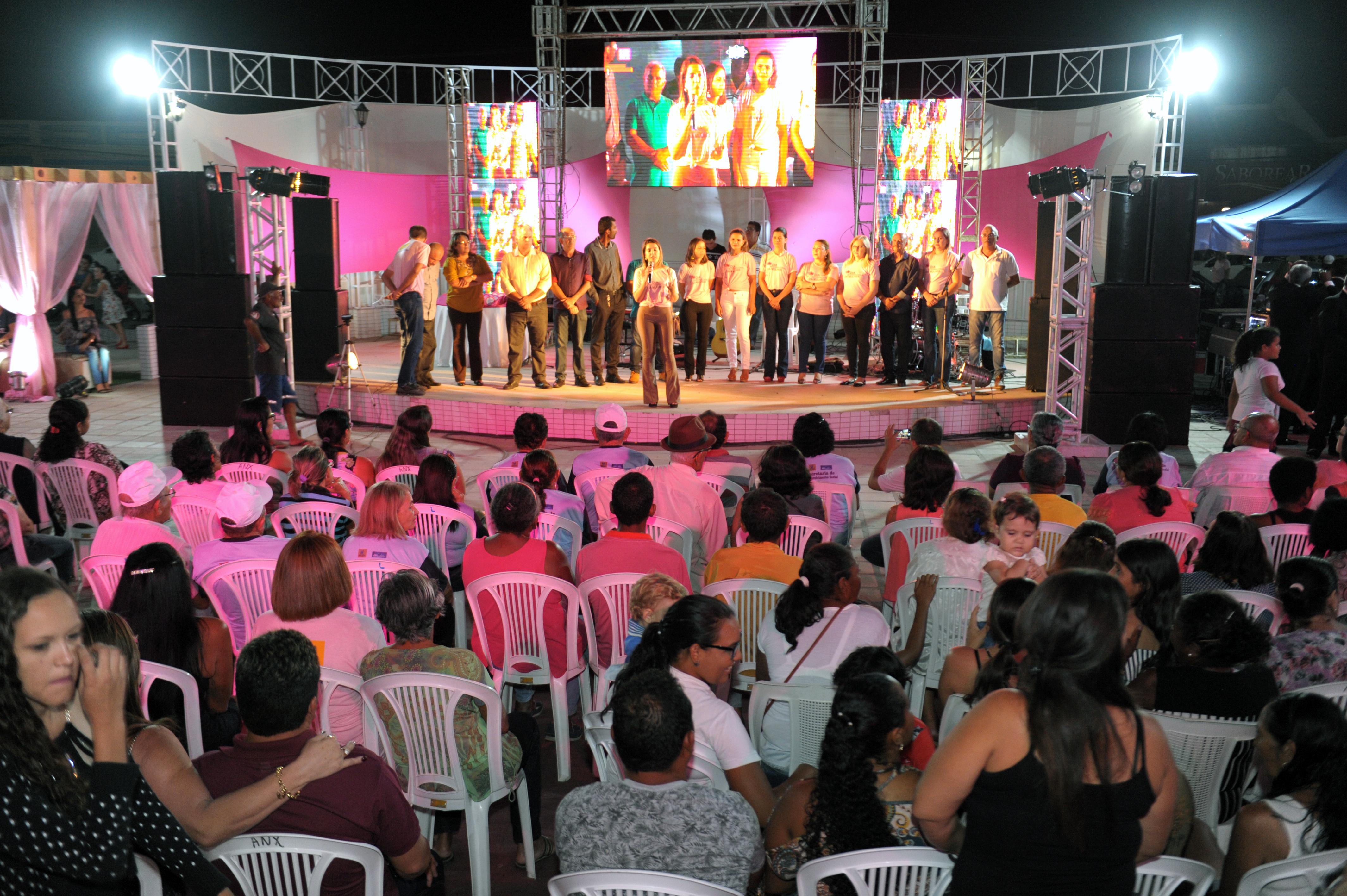 DSC_3334 Noite Rosa homenageia mulheres monteirenses na Praça João Pessoa