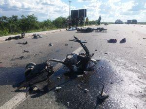 acidente-em-sertania-300x225 Acidente entre moto e caminhão deixa homem e mulher mortos na PE-280 em Sertânia