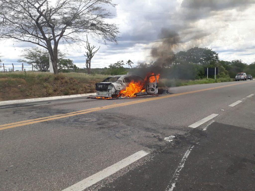 acidente-na-br412-1024x768 Carro pega fogo após colisão com Moto na BR412, na entrada da Prata.