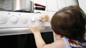 agua-quente-em-criança-300x169 Avó paterna é suspeita de jogar panela com água quente em criança de 3 anos em Monteiro.